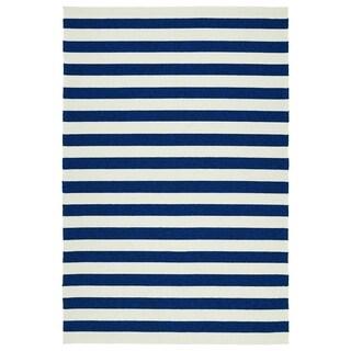 Indoor/Outdoor Handmade Getaway Navy Stripes Rug (4' x 6')
