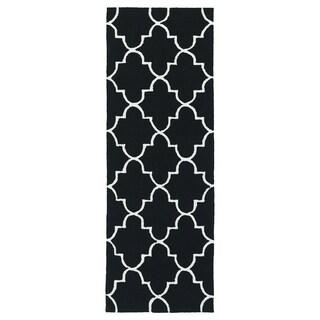 Indoor/ Outdoor Handmade Getaway Black Tiles Rug (2'0 x 6'0) - 2' x 6'