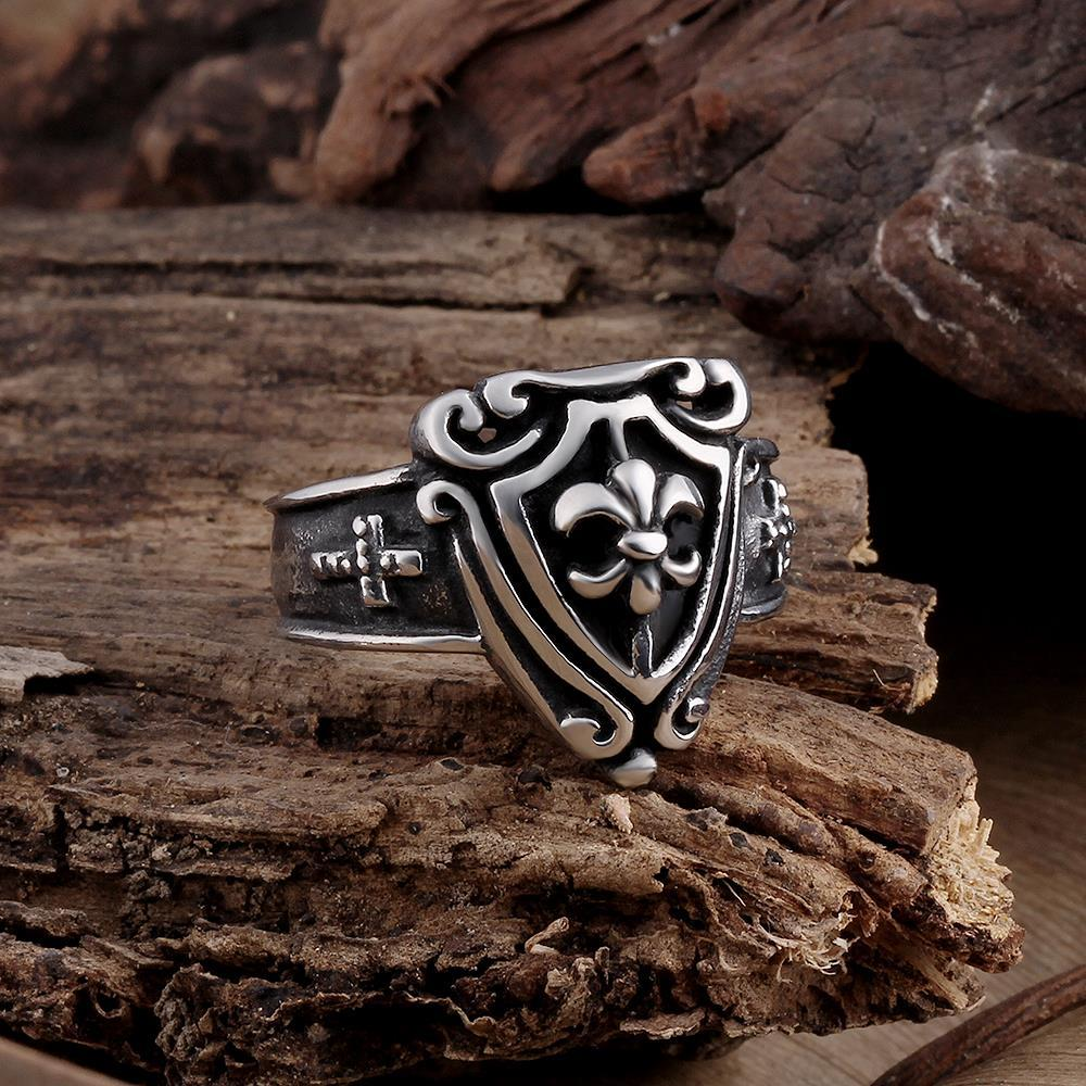 Vienna Jewelry Medium Shield Emblem Stainless Steel Ring
