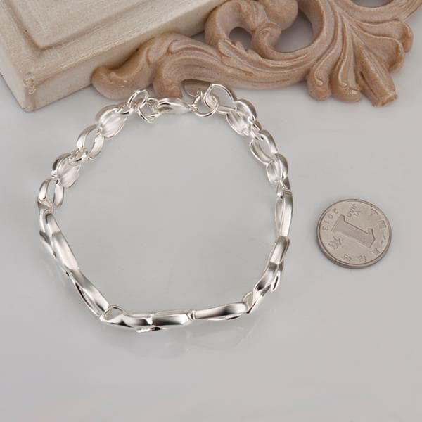 Vienna Jewelry Sterling Silver Floral Emblem Connected Bracelet