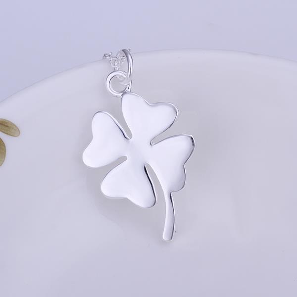 Vienna Jewelry Sterling Silver Petite Clover Pendant
