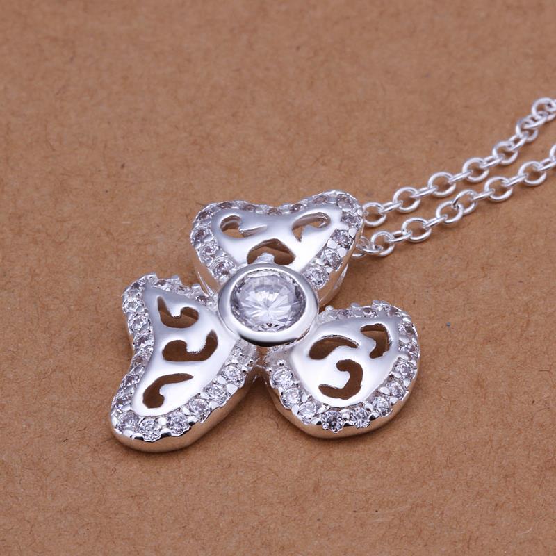 Vienna Jewelry Sterling Silver Laser Cut Trio-Clover Petal Pendant