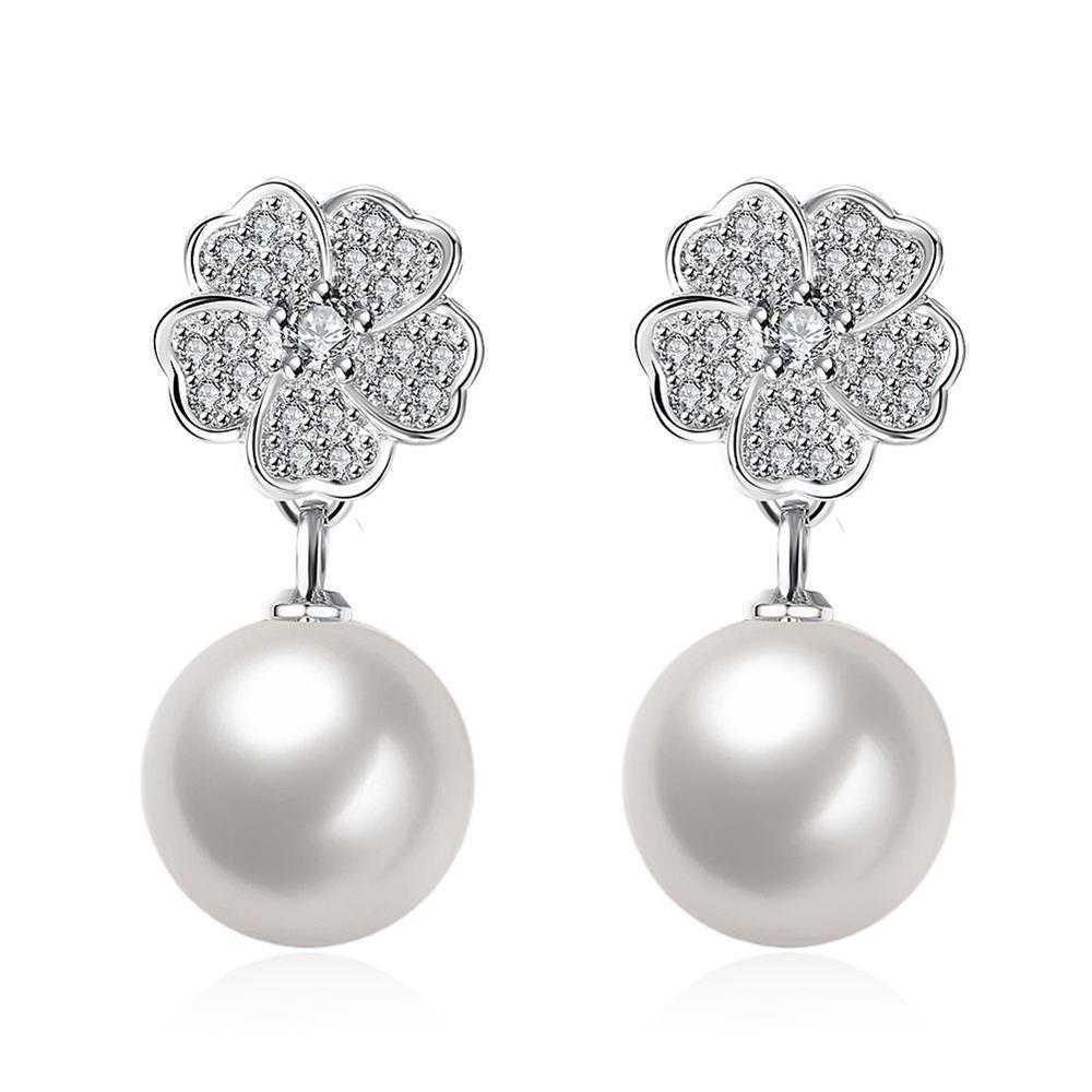 Vienna Jewelry Cultured Pearl Cluster Clover Stud Earrings