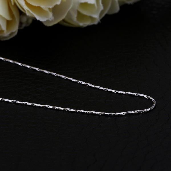 Vienna Jewelry White Gold Plated Petite Intertwined Chain Necklace