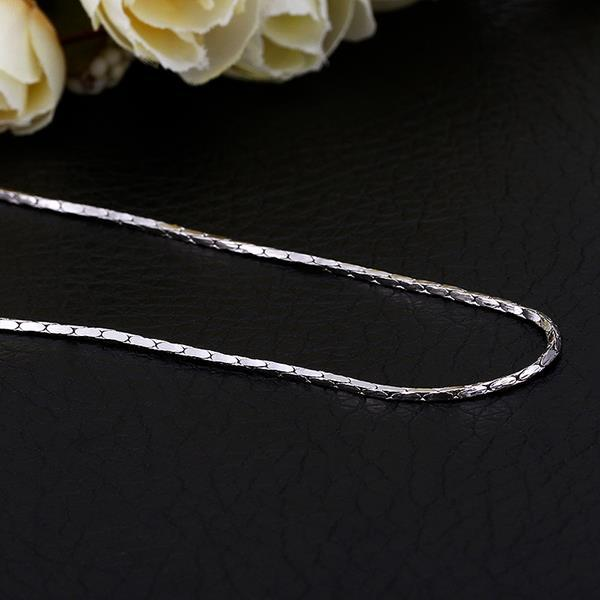 Vienna Jewelry White Gold Plated Intertwined Petite Chain Necklace