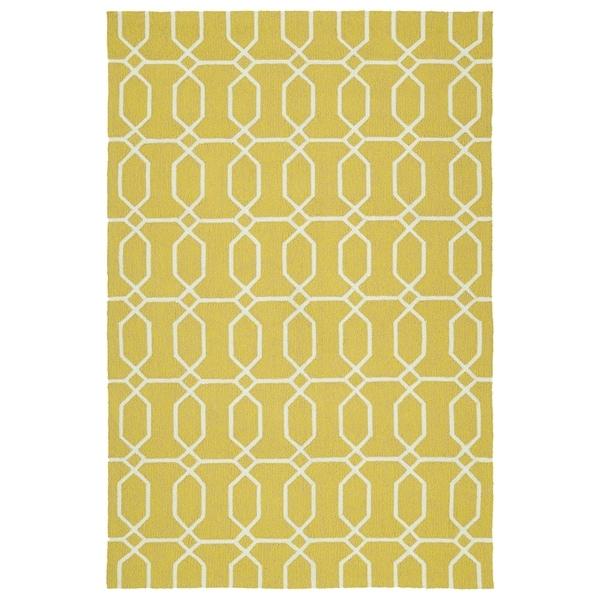 """Indoor/Outdoor Handmade Getaway Gold Links Rug (5'0 x 7'6) - 5' x 7'6"""""""