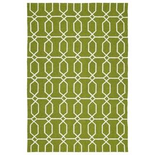 Indoor/Outdoor Handmade Getaway Apple Green Links Rug (4'0 x 6'0) - 4' x 6'