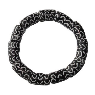 Unisex Black and White Recycled Glass Bracelet (Ghana)
