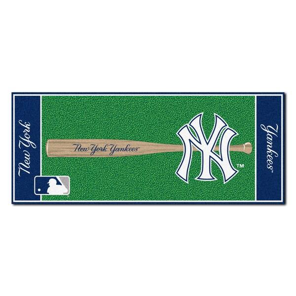 Fanmats Machine-made New York Yankees Green Nylon Baseball Runner (2'5 x 6')