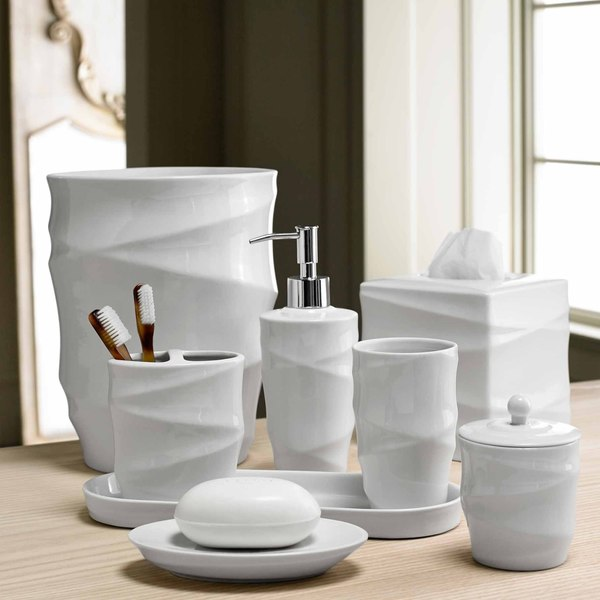 Modern Line Bath Accessory Collection