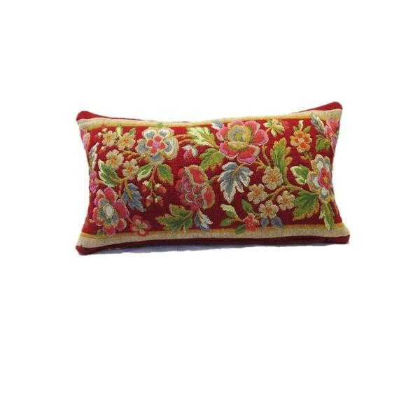 Corona Decor Vintage Floral Decorative Pillow