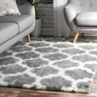 nuLOOM Faux Sheepskin Solid Soft and Plush Cloud Trellis Kids Shag Rug (7' x 9')