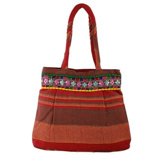 Handcrafted Cotton 'Scarlet Dawn' Shoulder Bag (India)