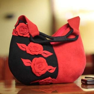 Handcrafted Wool 'Rose of Tarma' Baguette Handbag (Peru)