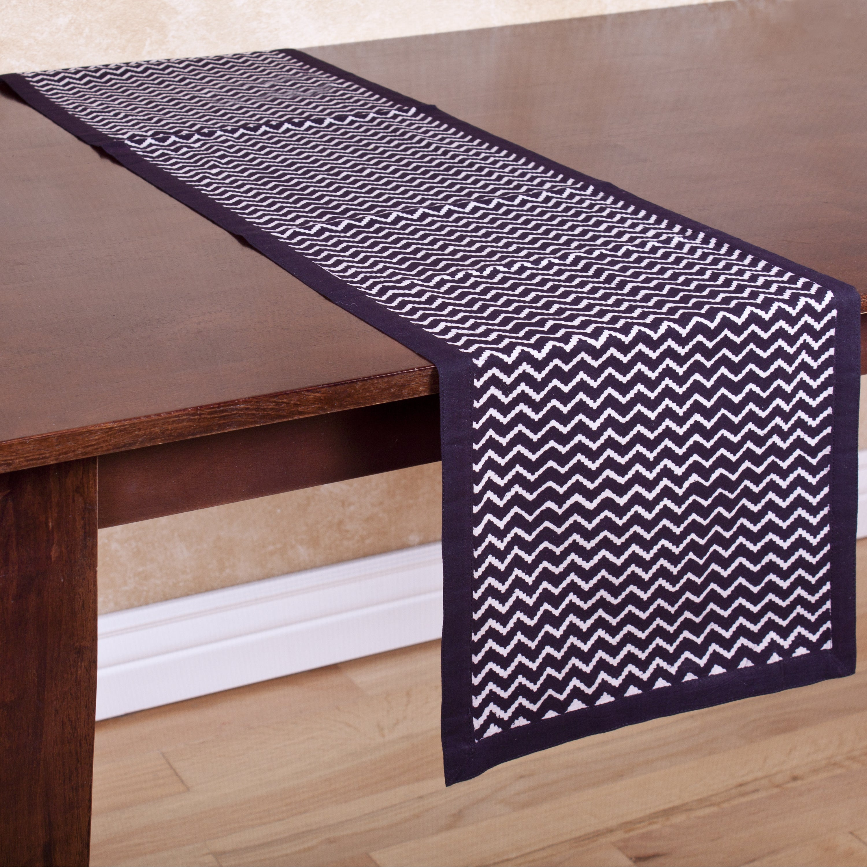 Black and White Zigzag Handmade Table Runner (India) (Bla...