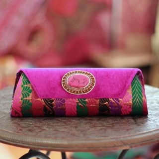Handmade Beaded 'Glamorous Fuchsia' Clutch Handbag (India)