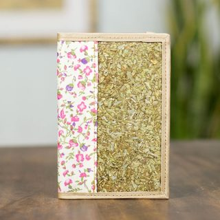 Handcrafted Natural Fibers 'Mexican Bouquet' Passport Holder (Mexico)