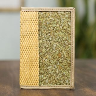 Handcrafted Natural Fibers 'Natural Mexico' Passport Holder (Mexico)