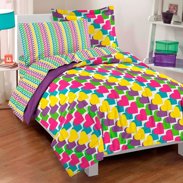 Dream Factory Rainbow Hearts 7-piece Bed in a Bag with Sheet Set