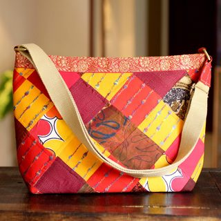 Handcrafted Recycled Cotton 'Mumbai Suns' Shoulder Bag (India)