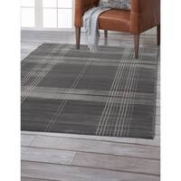 Colby Plaid Grey Area Rug by Greyson Living (5'3 x 7'6)