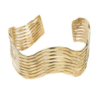 Handmade Shimmery Wave Goldtone Cuff (India)
