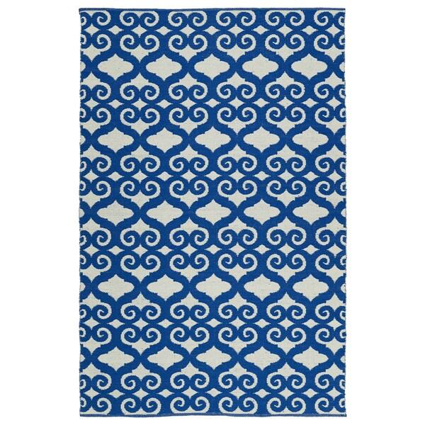 "Indoor/Outdoor Laguna Ivory and Navy Scroll Flat-Weave Rug (5'0 x 7'6) - 5' x 7'6"""