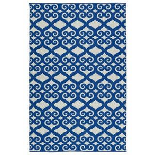 Indoor/Outdoor Laguna Ivory and Navy Scroll Flat-Weave Rug (5'0 x 7'6)
