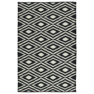 Indoor/Outdoor Laguna Black and Ivory Ikat Flat-Weave Rug (5'0 x 7'6)