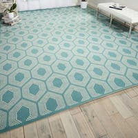 Waverly Sun N' Shade Bubbly Surf Indoor/ Outdoor Rug by Nourison (5'3 x 7'5) - 5'3 x 7'5