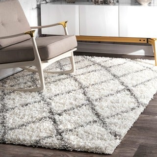 nuLOOM Alexa My Soft and Plush Moroccan Trellis White and Grey Easy Shag Rug (5'3 x 7'6)
