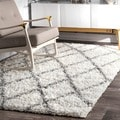 Clay Alder Colville Moroccan Trellis White and Grey Easy Shag Area Rug (5'3 x 7'6)