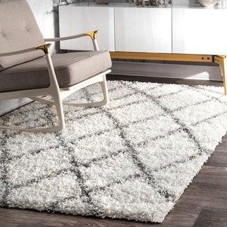 nuLOOM Alexa My Soft and Plush Moroccan Trellis White/ Grey Easy Shag Rug (8' x 10')