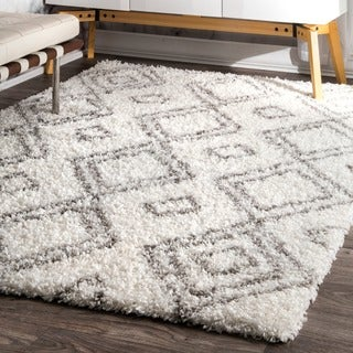 "Palm Canyon Yorba Moroccan Trellis White and Grey Shag Rug - 7' 10"" x 10'"