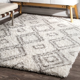 nuLOOM Alexa My Soft and Plush Moroccan Trellis White/ Grey Easy Shag Rug (5'3 x 7'6)