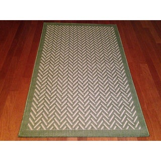 "Indoor/Outdoor Green Geometric Area Rug (5'2""x 7'6"")"