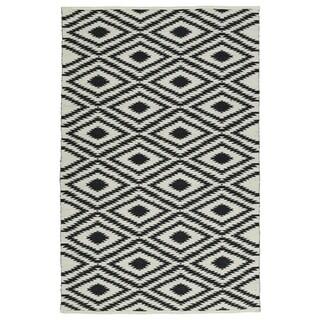 "Indoor/Outdoor Laguna Ivory and Black Ikat Flat-Weave Rug (5' x 7'6"")"