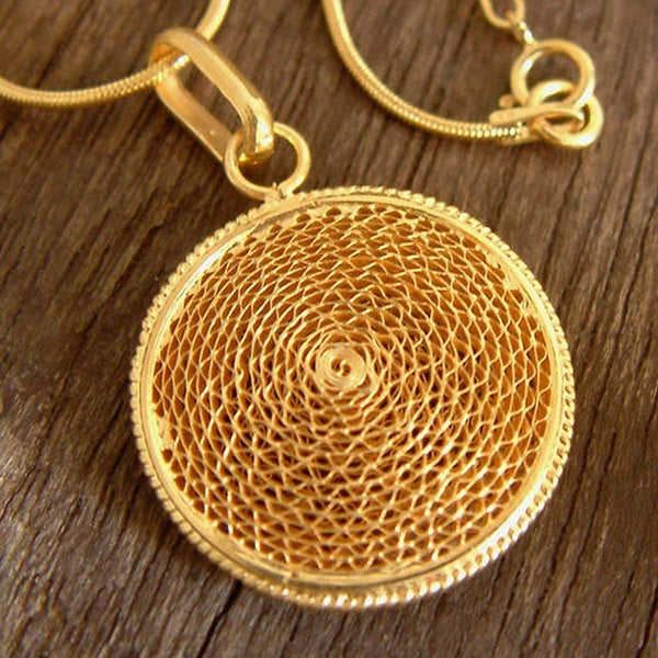 Handcrafted Gold Overlay 'Starlit Suns' Necklace (Peru)