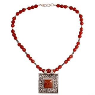 Handcrafted Sterling Silver 'Mughal Fire' Carnelian Necklace (India)