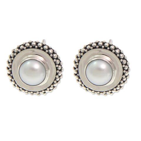 Handmade Sterling Silver 'Moonlight Halo' Pearl Earrings (7-7.5mm) (Indonesia)