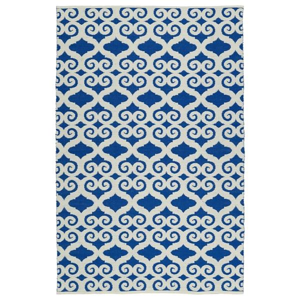 Indoor/Outdoor Laguna Navy and Ivory Scroll Flat-Weave Rug (5'0 x 7'6)