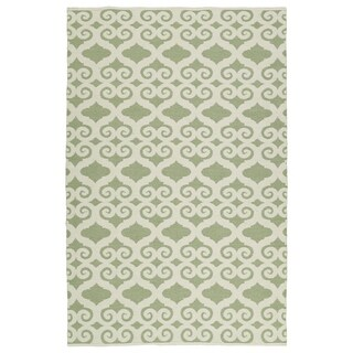 "Indoor/Outdoor Laguna Green and Ivory Scroll Flat-Weave Rug (5' x 7'6"")"