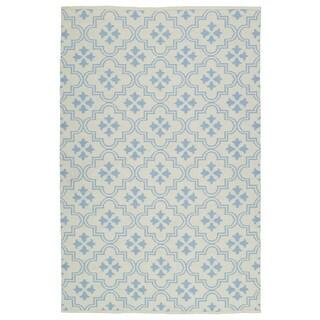 "Indoor/Outdoor Laguna Ivory and Light Blue Tiles Flat-Weave Rug - 5' x 7'6"""