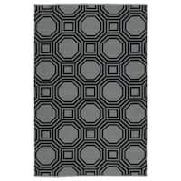 Indoor/Outdoor Laguna Grey and Black Geo Flat-Weave Rug - 8' x 10'