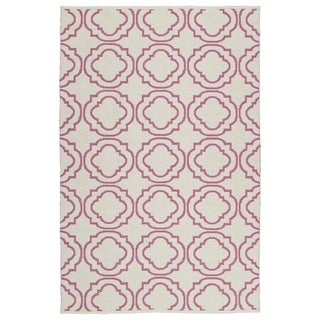 Indoor/Outdoor Laguna Ivory and Pink Geo Flat-Weave Rug (5'0 x 7'6) - 5' x 7'6""