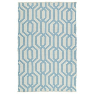Indoor/Outdoor Laguna Ivory and Spa Blue Geo Flat-Weave Rug (5' x 7'6)