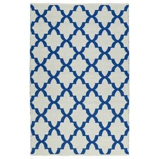 """Indoor/Outdoor Laguna Ivory and Navy Trellis Flat-Weave Rug (5'0 x 7'6) - 5' x 7'6"""""""