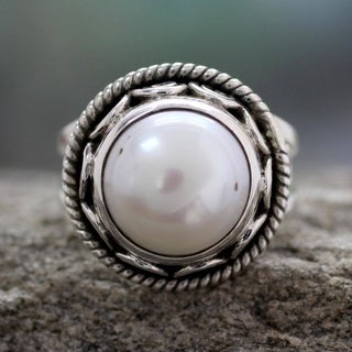 Handcrafted Sterling Silver Perfect Love Freshwater Pearl Cocktail-Cluster Style Ring (11 mm) (India)