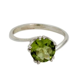 Handmade Sterling Silver 'Delhi Crown' Peridot Ring (India)