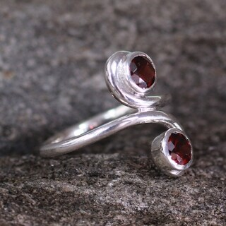 Handmade Passion's Blush Garnet Sterling Silver Ring (India)